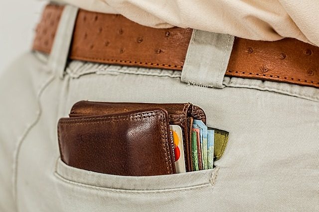 peněženka v kalhotech.jpg