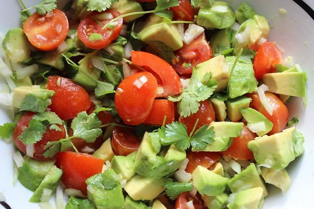 zeleninový salát se zelenými lístečky